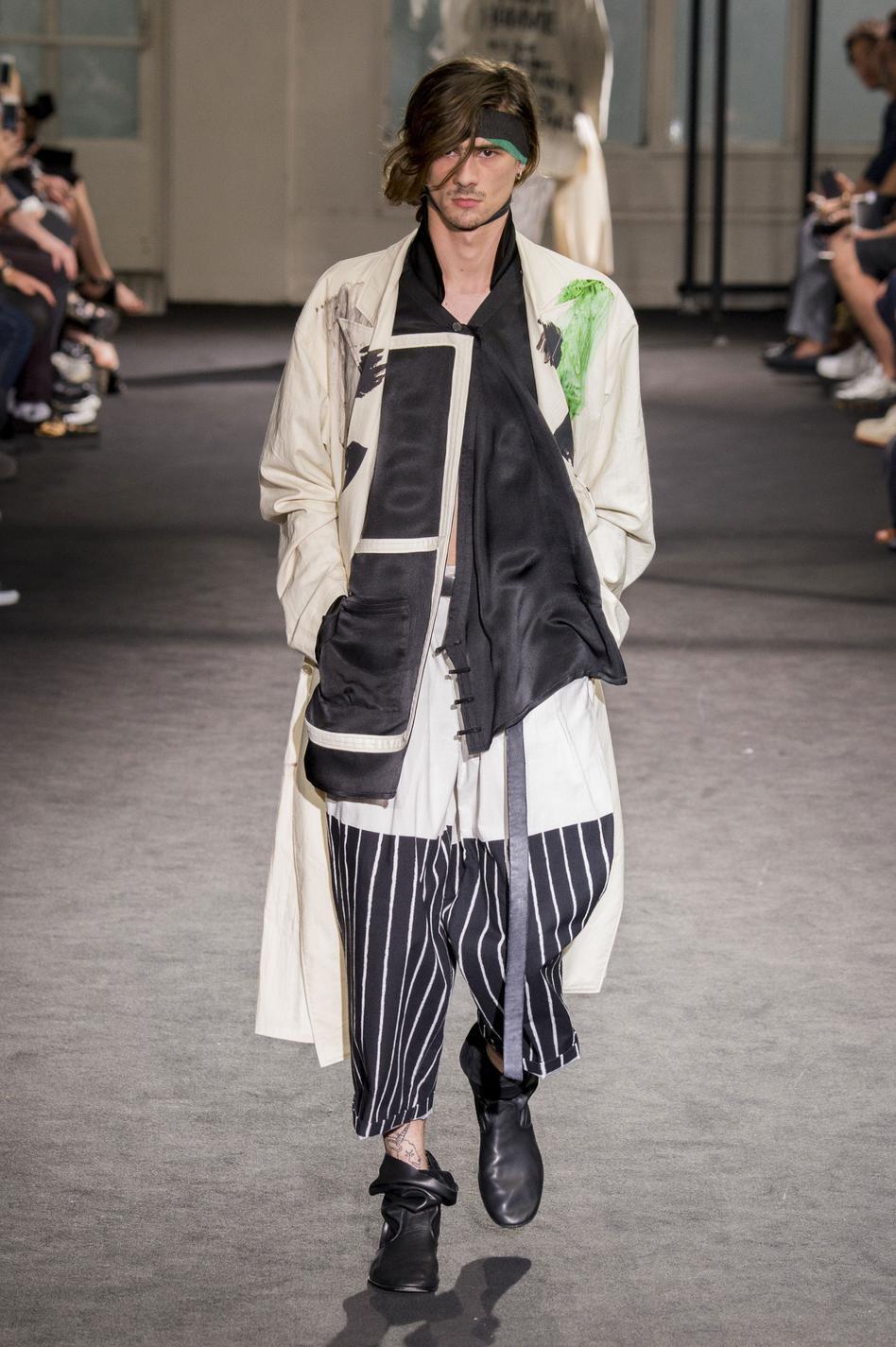 defile-yohji-yamamoto-printemps-ete-2017-paris-look-19