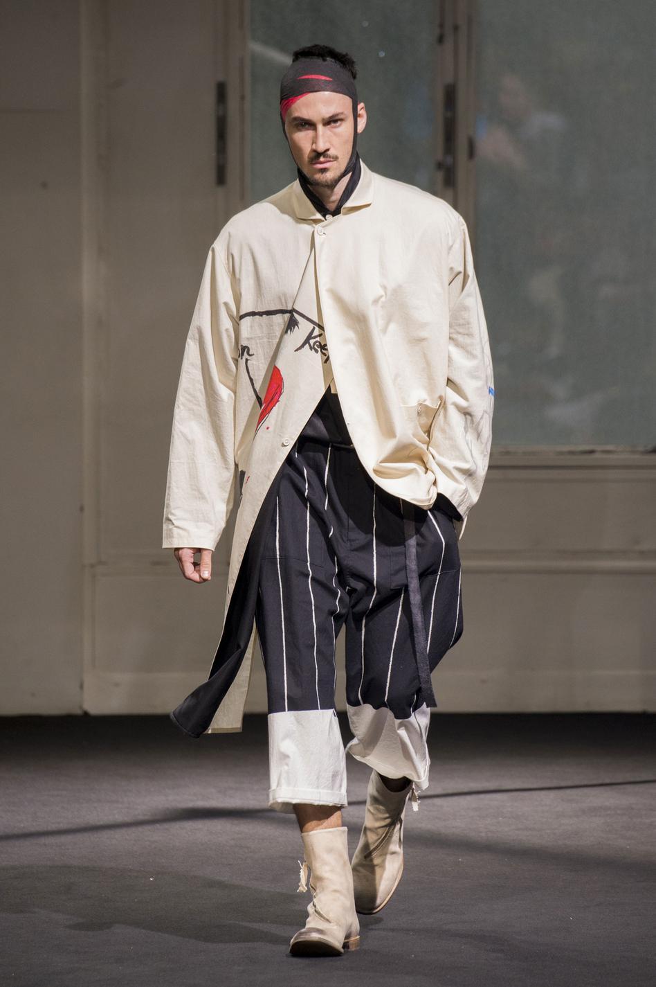 defile-yohji-yamamoto-printemps-ete-2017-paris-look-20