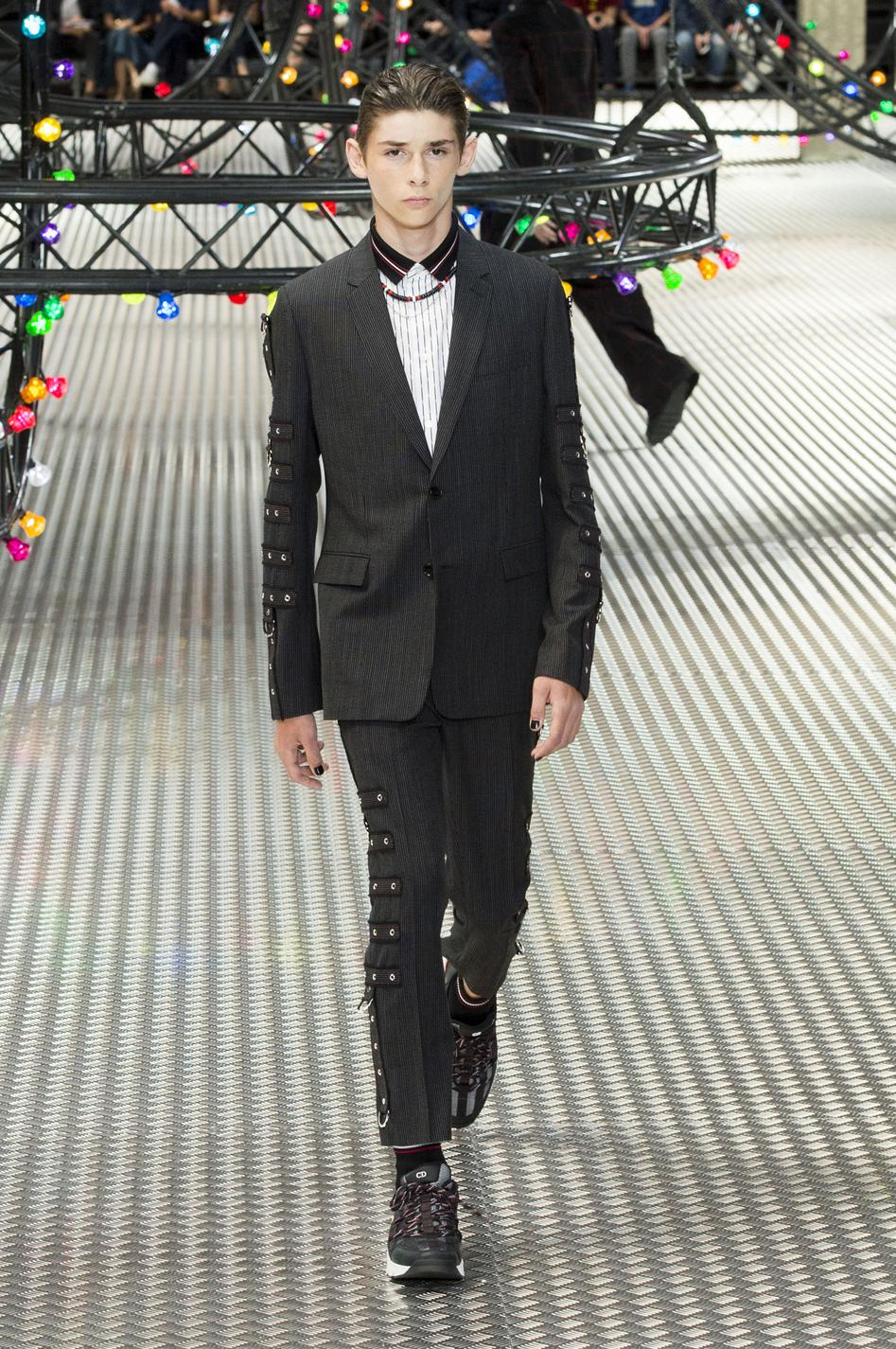 defile-dior-homme-printemps-ete-2017-paris-look-11