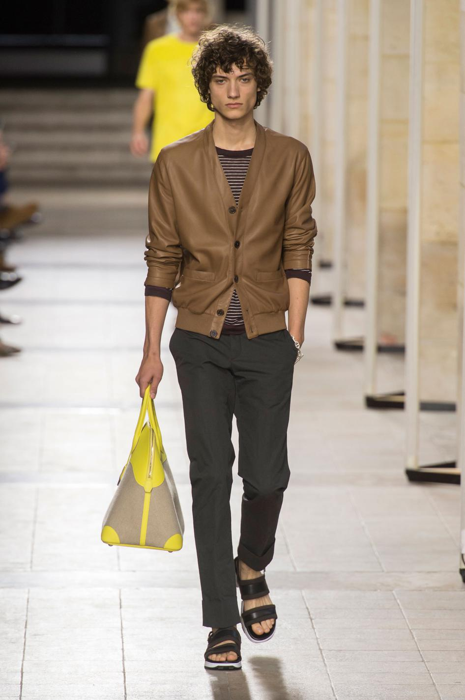 defile-hermes-printemps-ete-2017-paris-look-2
