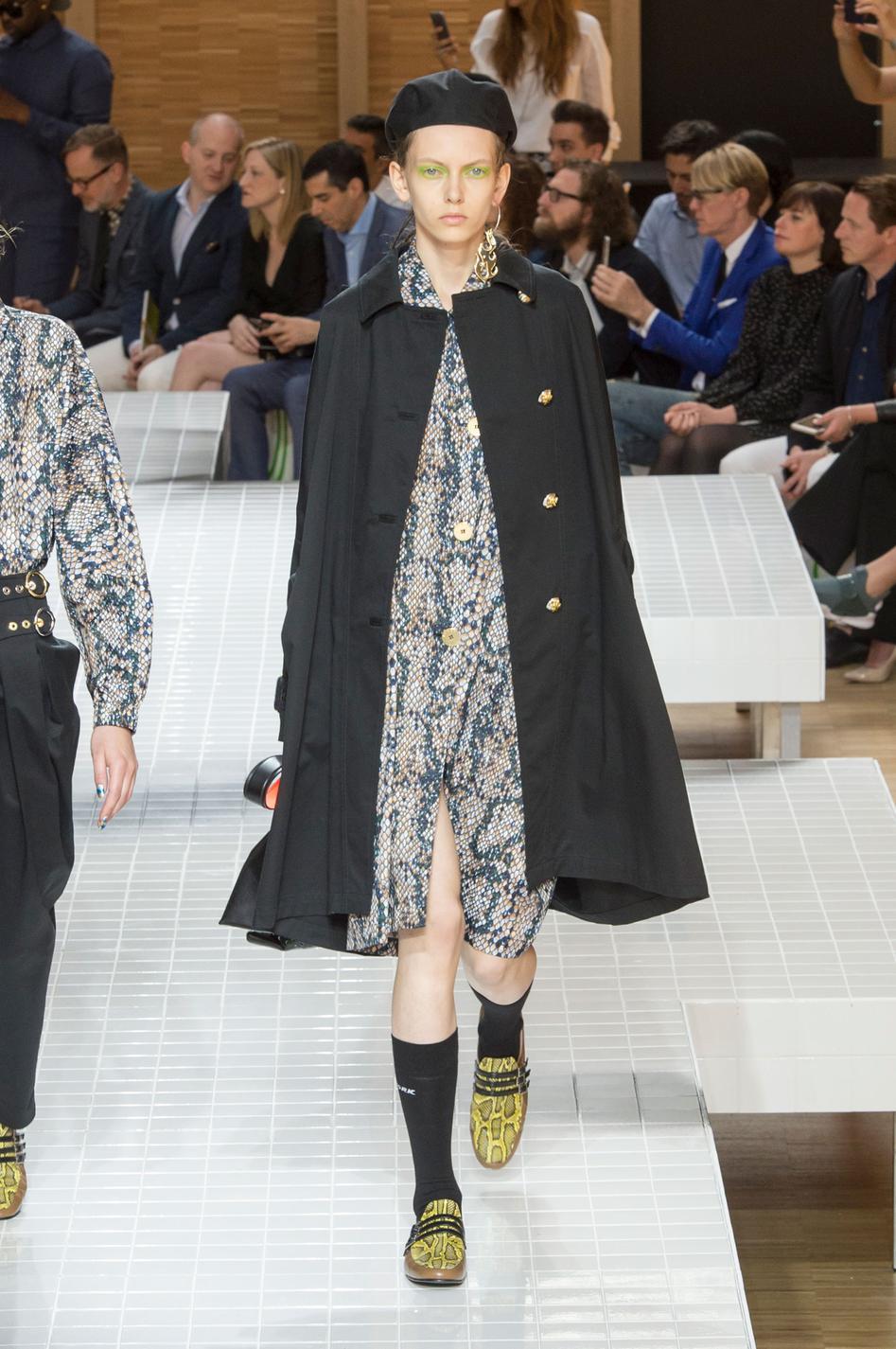 defile-kenzo-printemps-ete-2017-paris-look-22