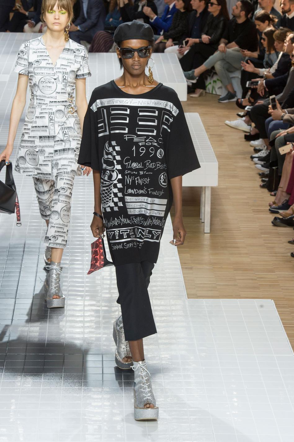 defile-kenzo-printemps-ete-2017-paris-look-48
