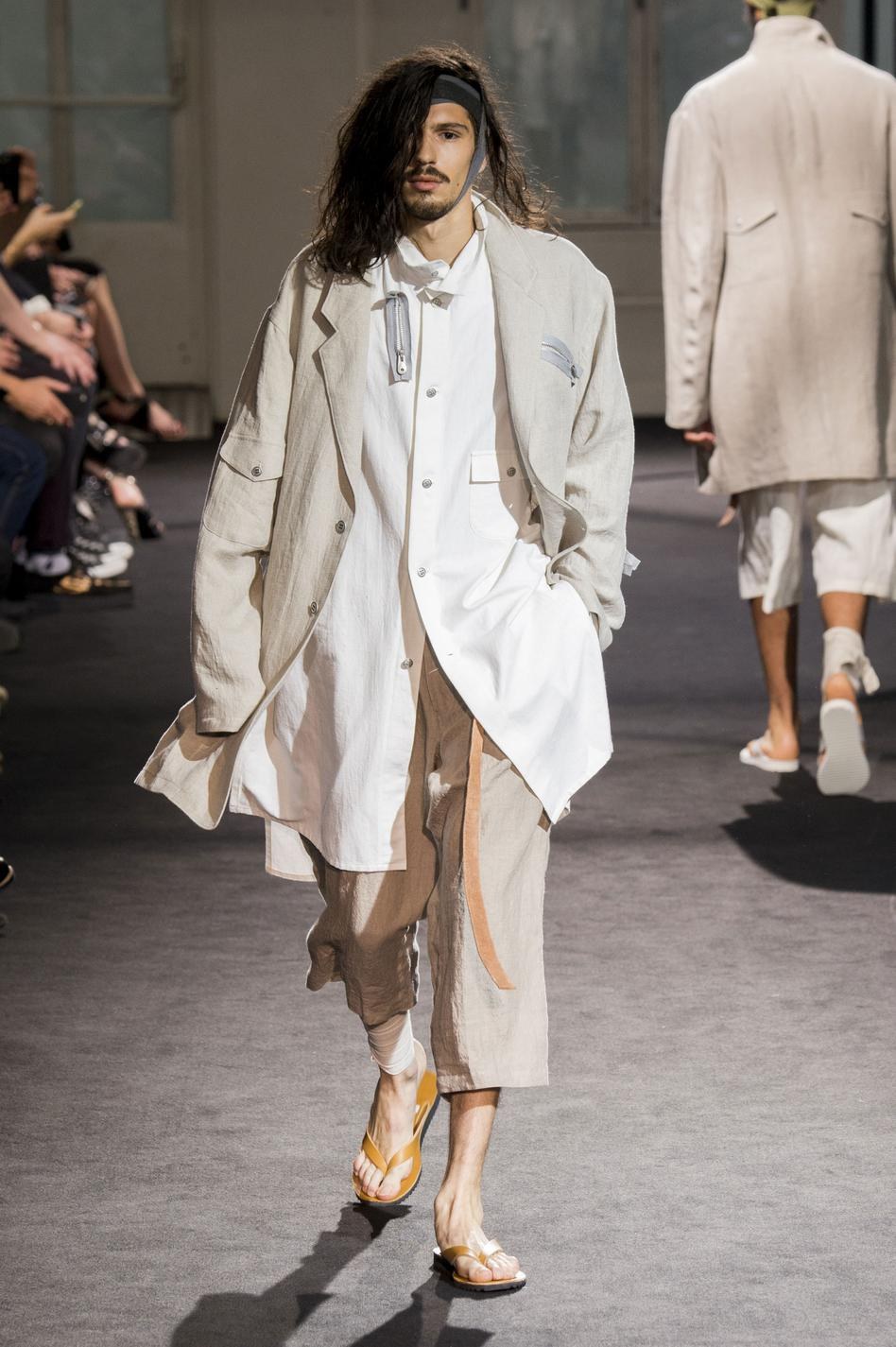 defile-yohji-yamamoto-printemps-ete-2017-paris-look-10