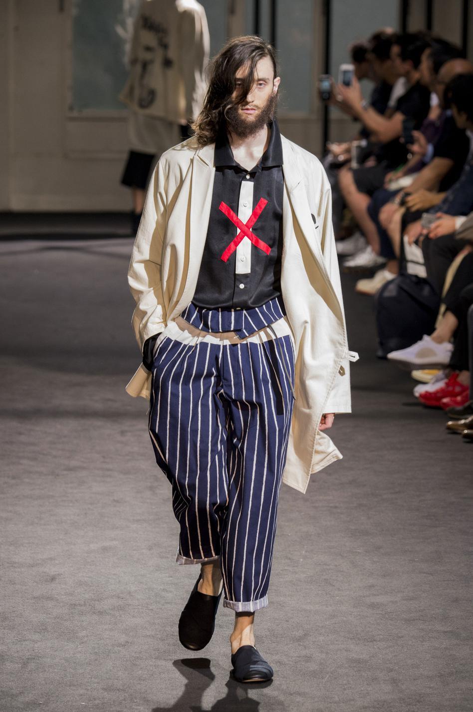 defile-yohji-yamamoto-printemps-ete-2017-paris-look-17