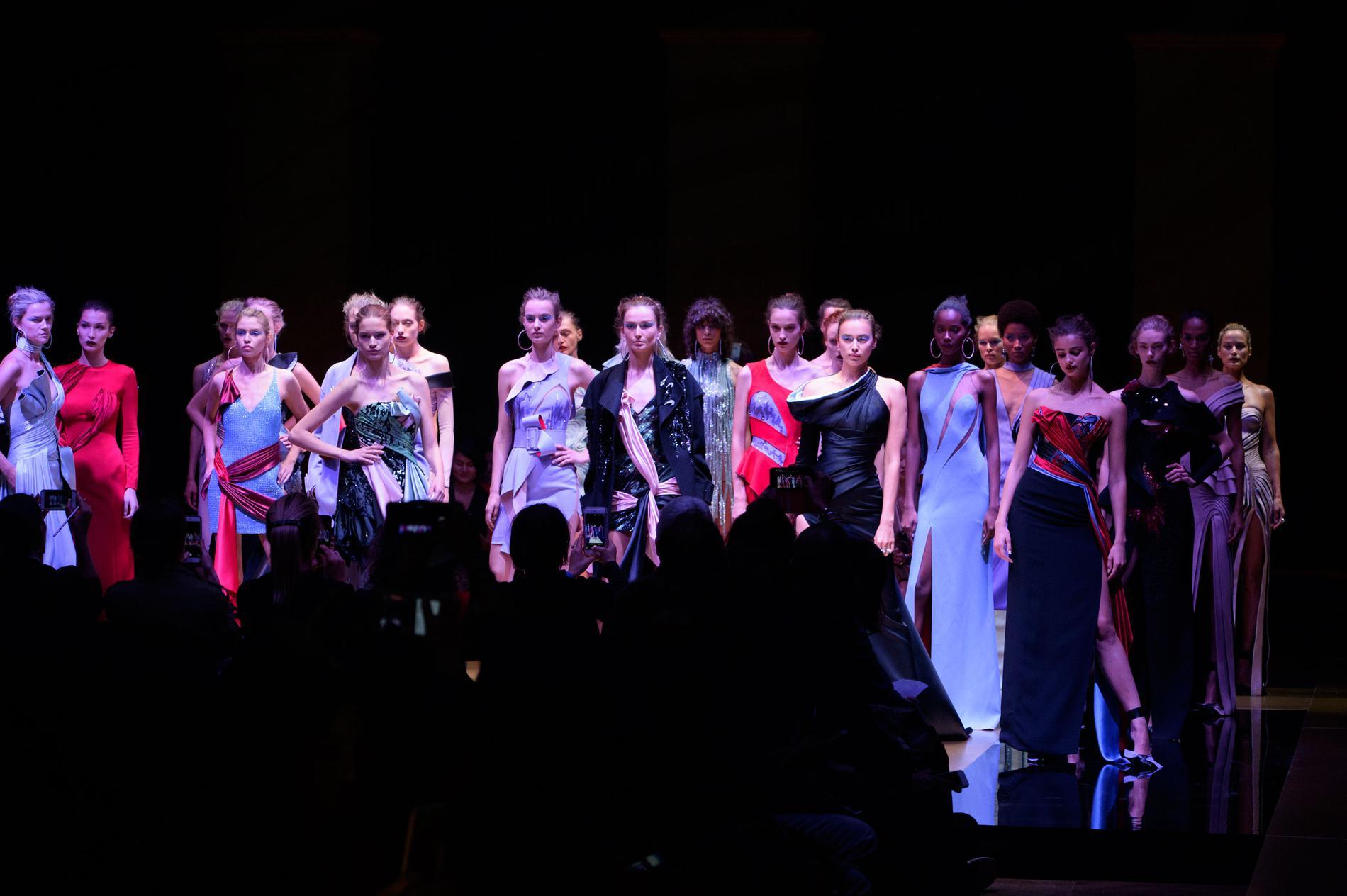 defile-atelier-versace-automne-hiver-2016-2017-paris-look-42