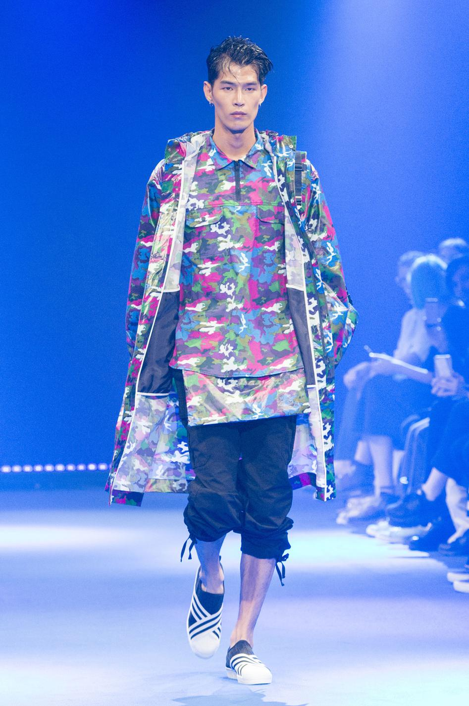 defile-white-mountaineering-printemps-ete-2017-paris-look-13