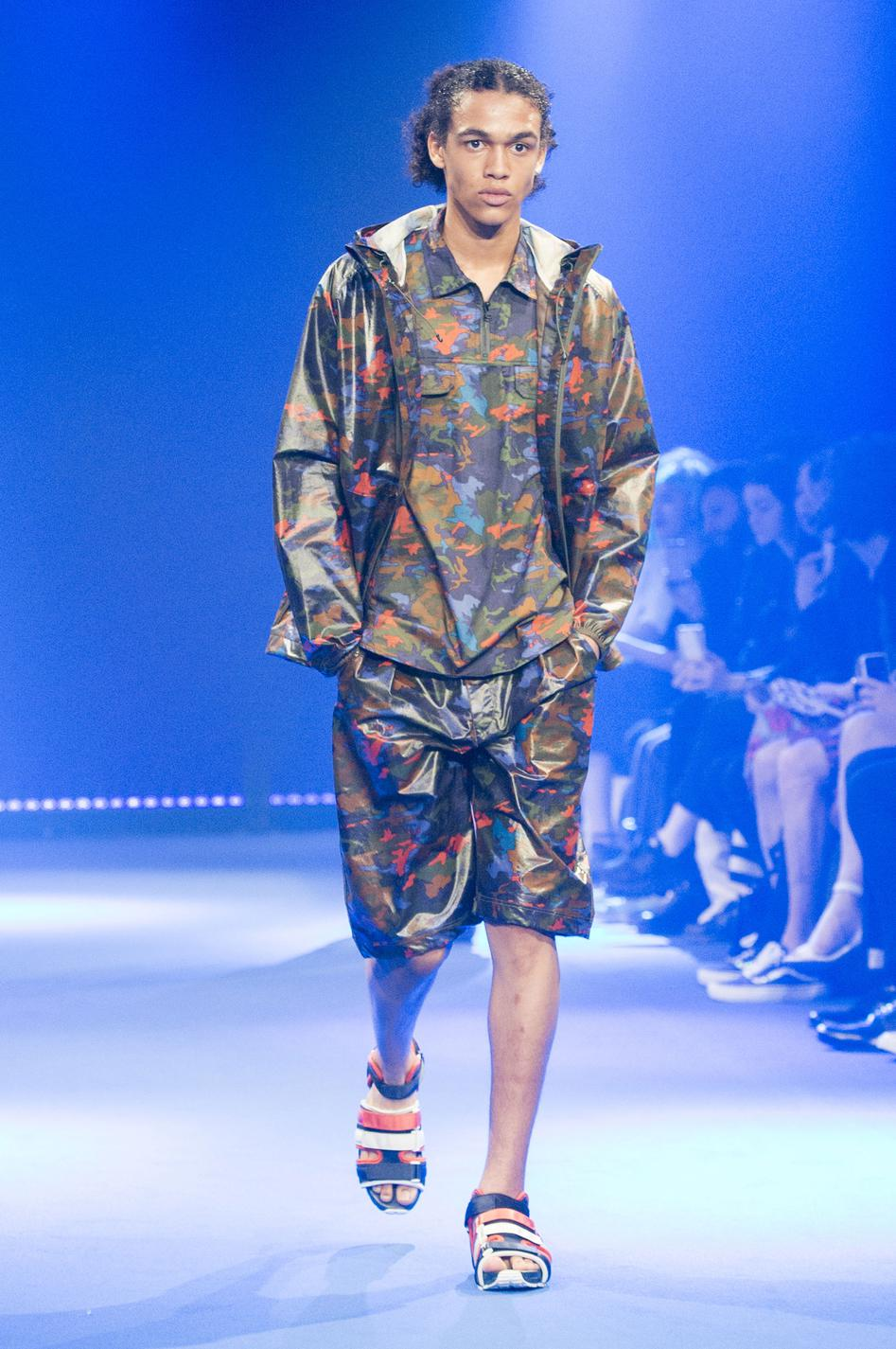 defile-white-mountaineering-printemps-ete-2017-paris-look-14