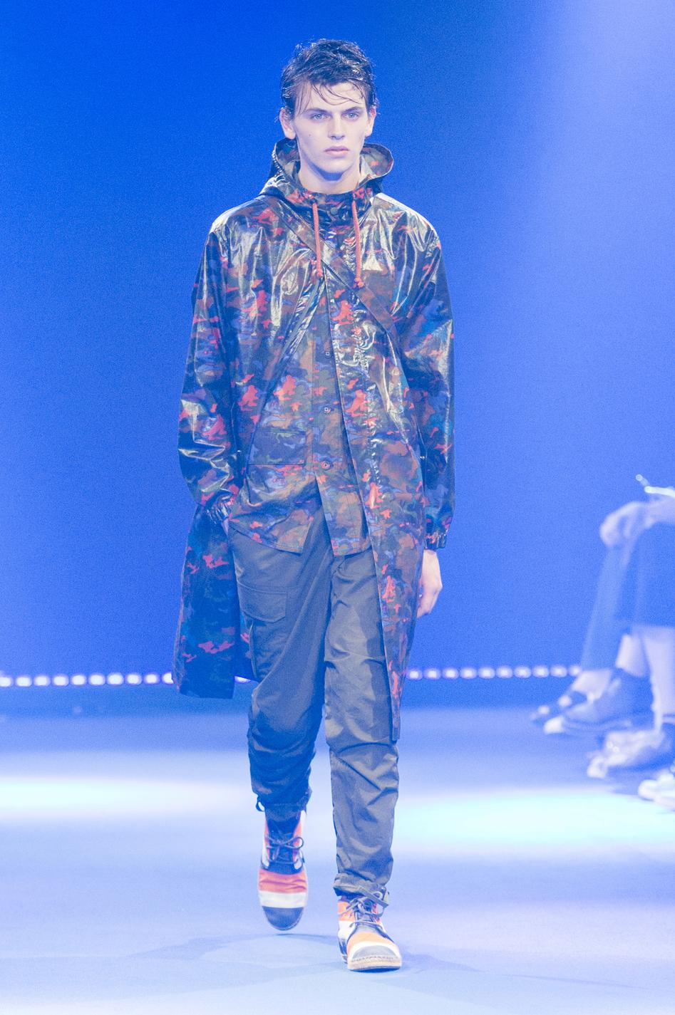 defile-white-mountaineering-printemps-ete-2017-paris-look-16