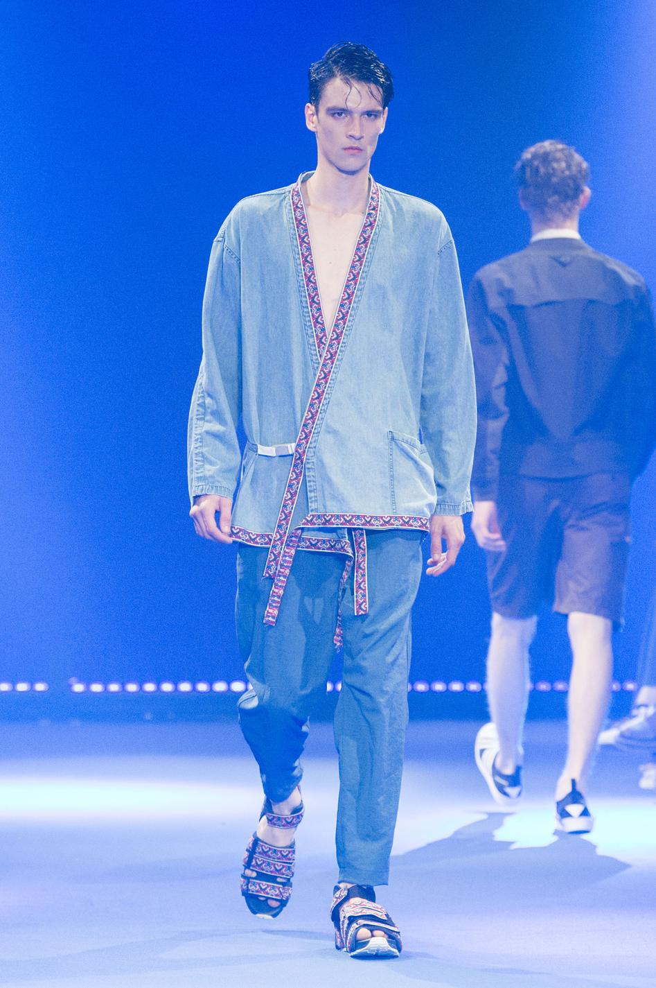defile-white-mountaineering-printemps-ete-2017-paris-look-21