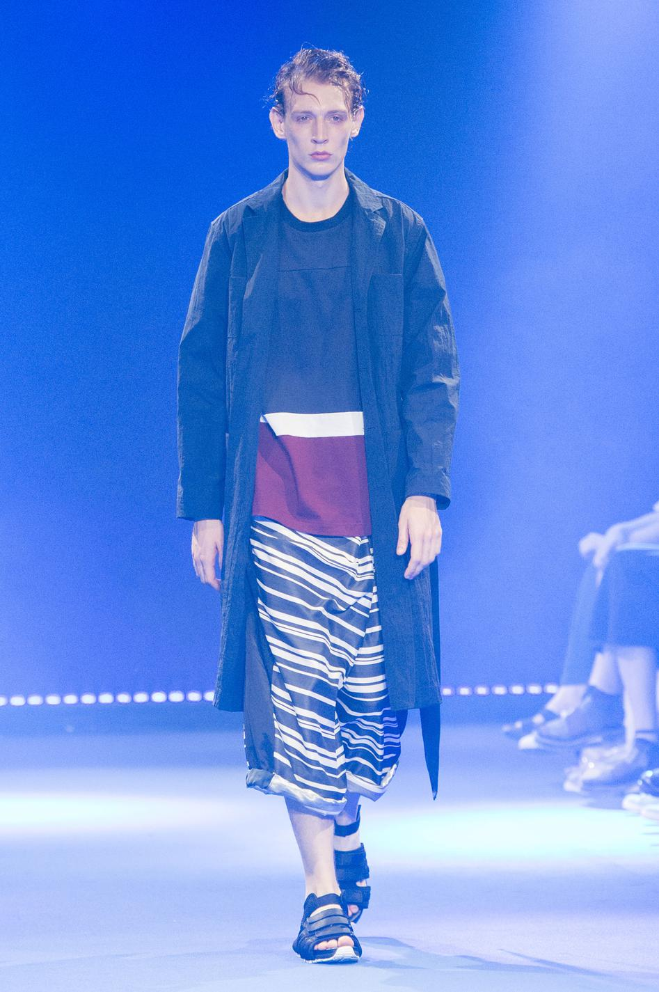defile-white-mountaineering-printemps-ete-2017-paris-look-29